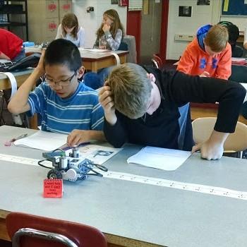 Mathematics and LEGO robotics at CIPCE – LEGO Engineering